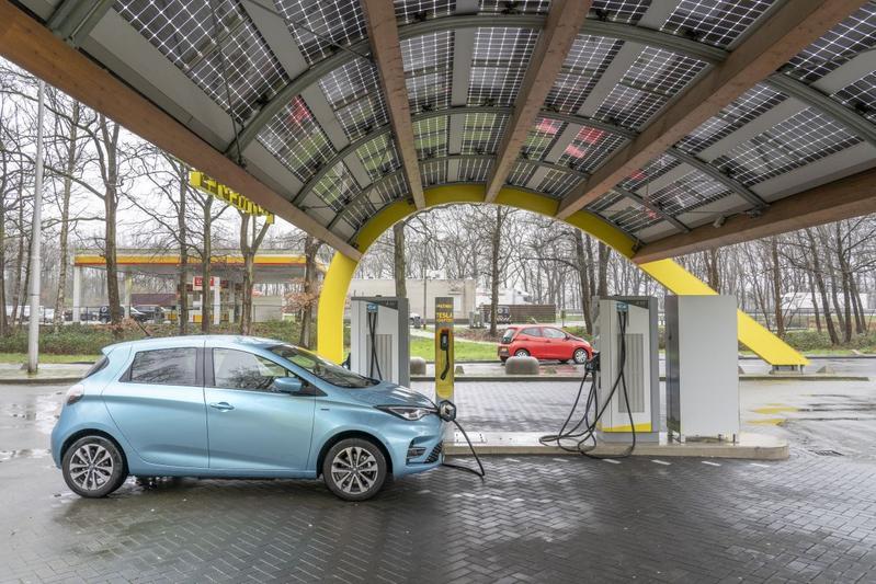 EV elektrisch rijden snelladen laden supercharger fastned