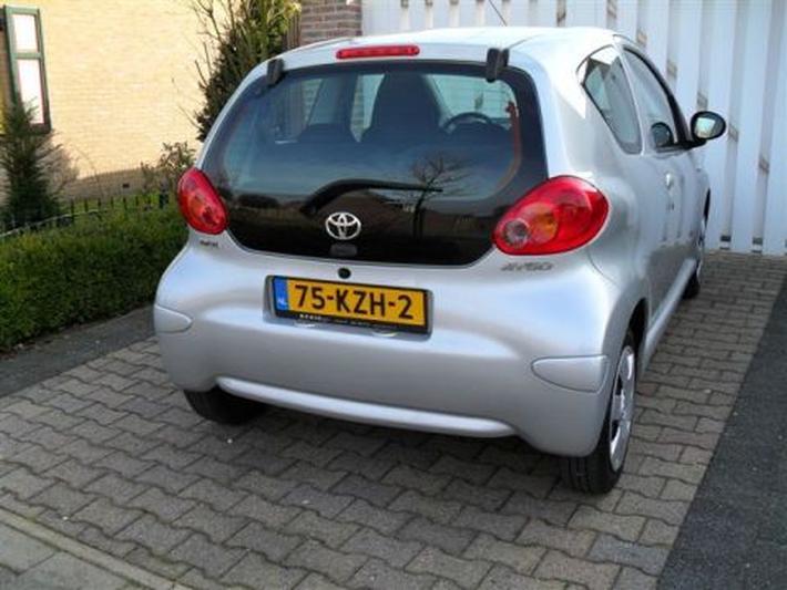 Toyota Aygo 1.0 12v VVT-i + (2007)