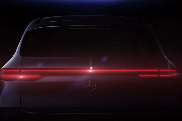 Mercedes-Benz EQ C schemert weer door
