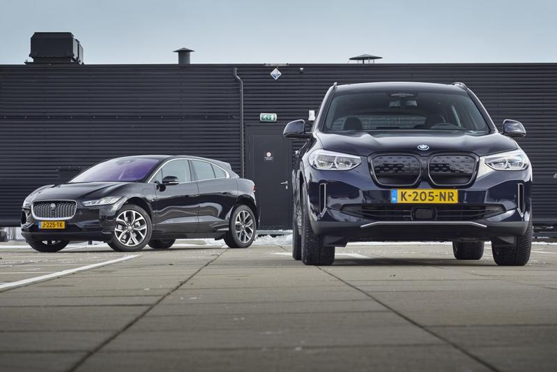 Test: BMW iX3 vs. Jaguar i-Pace