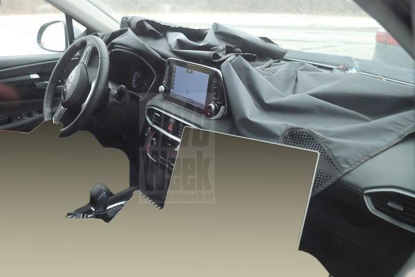 Hyundai Santa Fe laat binnenste zien