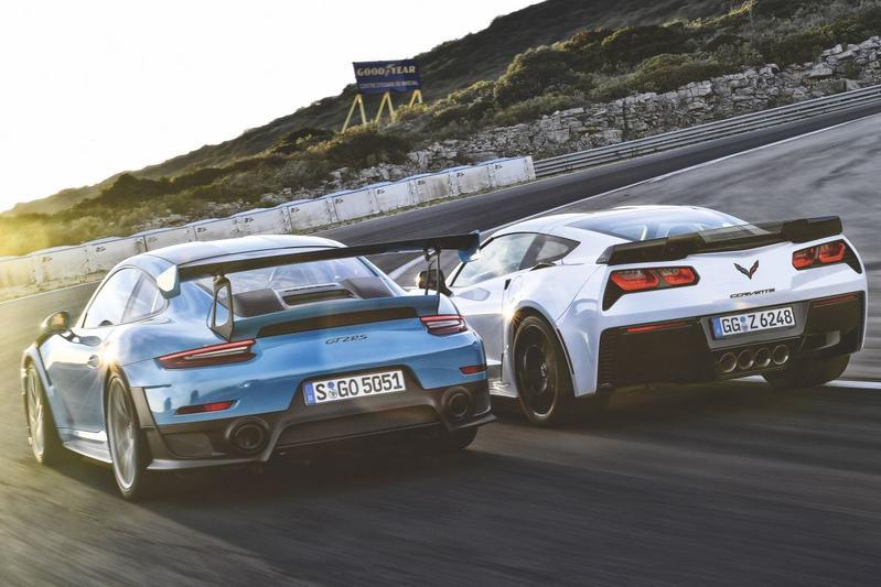 Chevrolet Corvette Z06 - Porsche 911 GT2 RS