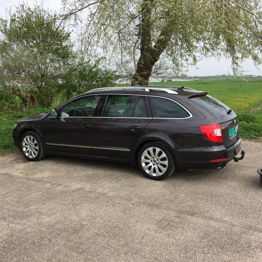 Skoda Superb Combi 1.8 TSI Elegance Businessline (2011)