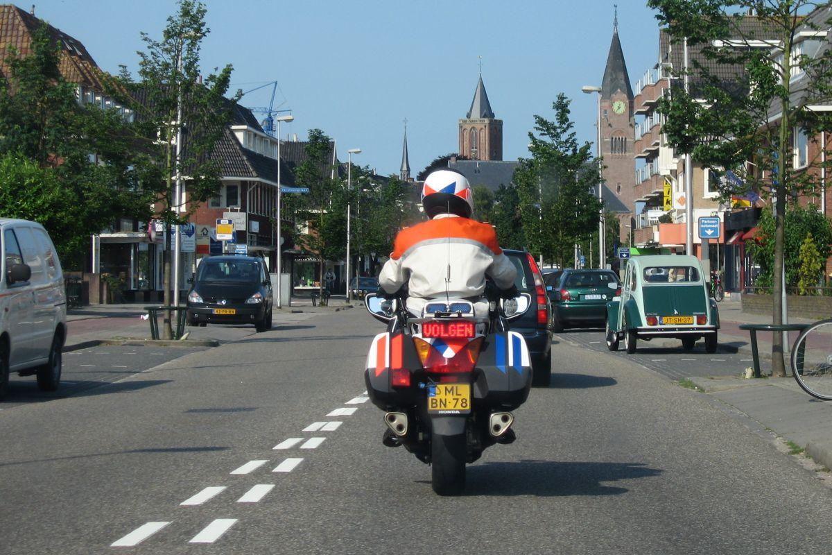 Mogelijk hogere boete voor notoire hardrijder - AutoWeek.nl