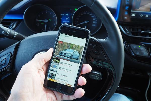Campagne tegen appen in het verkeer van start