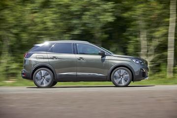 Test: Peugeot 3008 Hybrid225