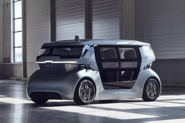 NEVS toont autonome deelauto