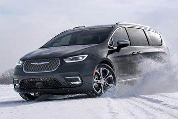 Chrysler Pacifica krijgt nieuwe neus en vierwielaandrijving