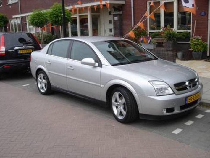 Opel Vectra 2.2 DTi-16V Elegance (2003)