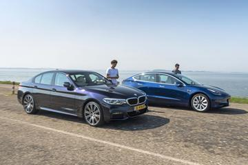 Snelste auto op afstand - BMW 5-serie tegen Tesla Model 3