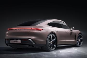 Achterwielaandrijving én grotere actieradius voor Porsche Taycan
