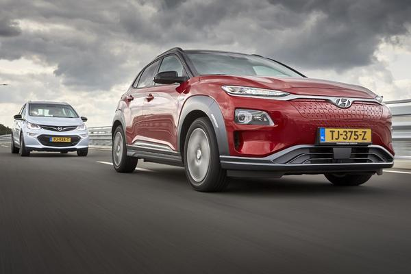 Video: Hyundai Kona Electric vs. Opel Ampera-e - Dubbeltest