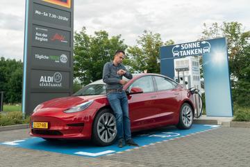 Gratis door Duitsland met een Tesla Model 3 - Reportage