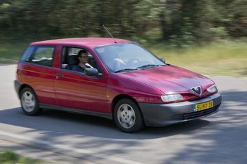 Alfa Romeo 145 2.0 TD (1997 / 481.768 km) - Klokje Rond
