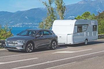 Test: Een elektrische auto met een caravan