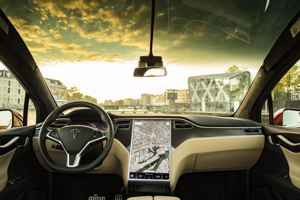 Tesla: 'Bijna klaar voor volledig autonoom rijden'