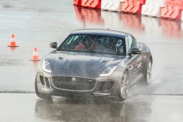 Jaguar F-Type AWD en handgeschakeld