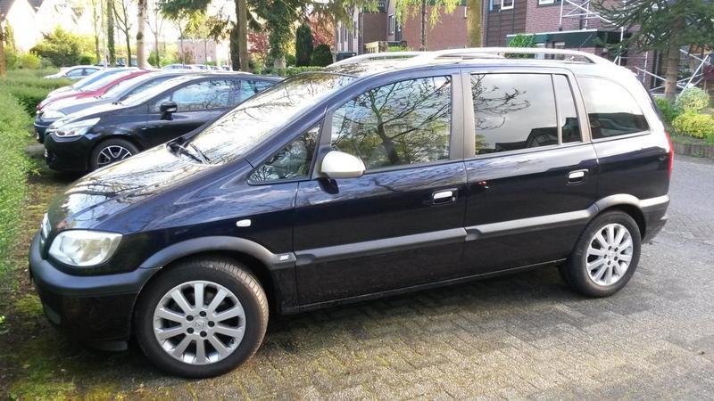 Opel Zafira 2.2 DTi-16V Design Edition (2003)