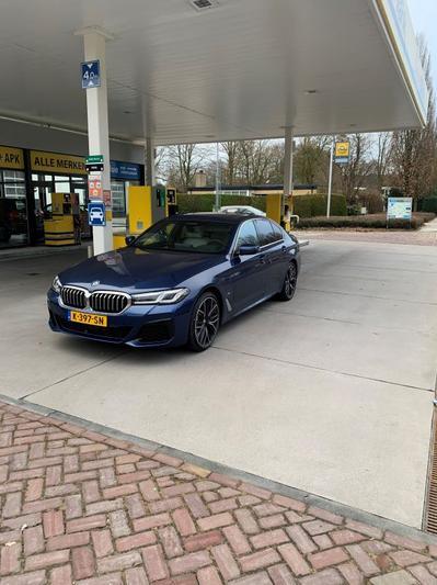 BMW 545e xDrive (2021)