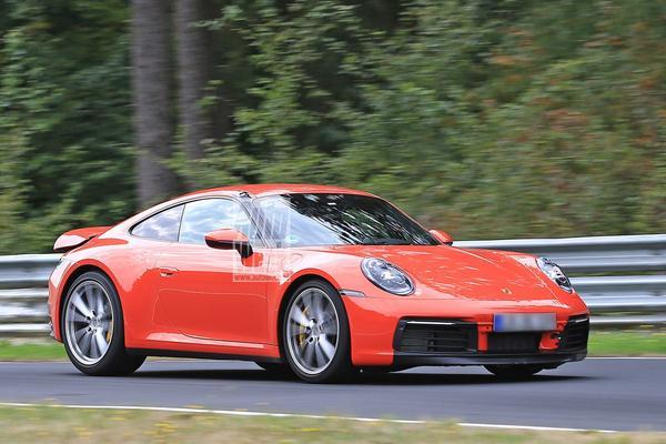 Nieuwe Porsche 911 over de 'Ring gejaagd