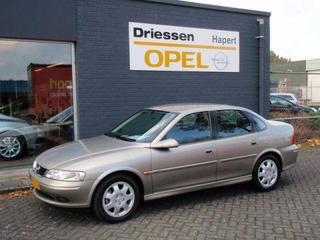 Opel Vectra 2.0i-16V CDX (1999)