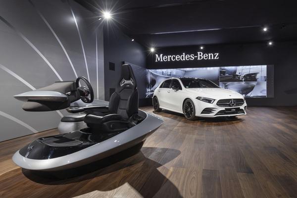 Beeldschermen Mercedes-Benz groeien verder