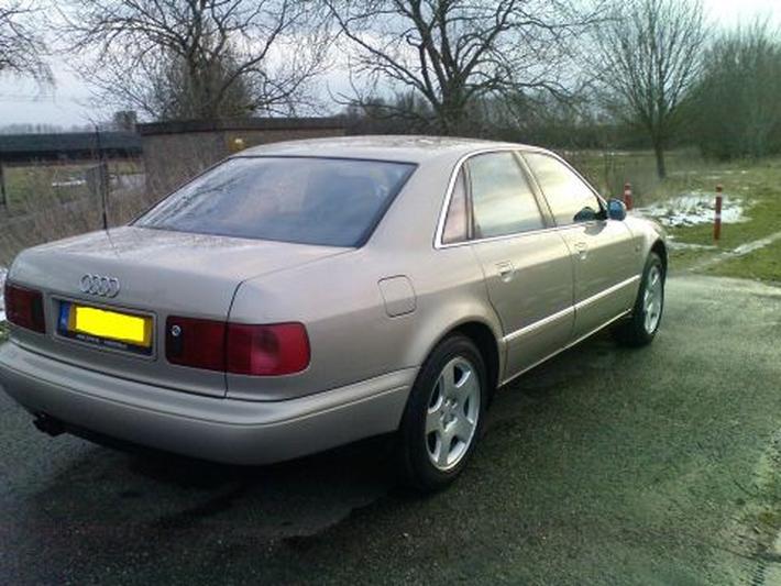 Audi A8 3.7 Quattro (1998)