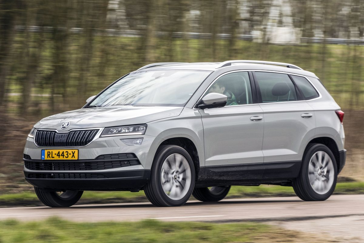 skoda karoq 1 5 tsi dsg style business 150 pk 2018 autotest. Black Bedroom Furniture Sets. Home Design Ideas