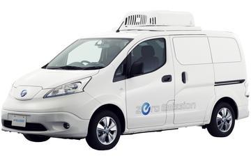 Nissan e-NV200 Fridge en Paramedic naar Tokyo