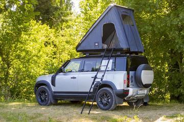 Land Rover Defender klaar voor kampeervakantie