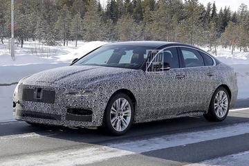 Vernieuwde Jaguar XF strekt de benen