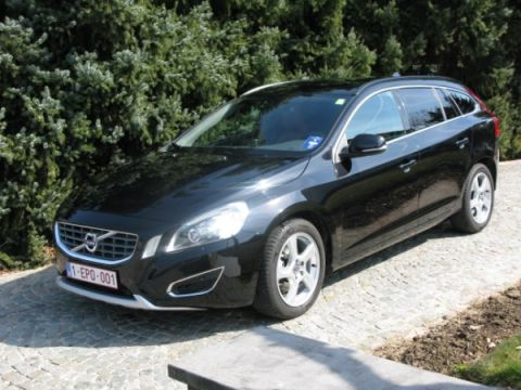 volvo v60 d4 summum 2013. Black Bedroom Furniture Sets. Home Design Ideas