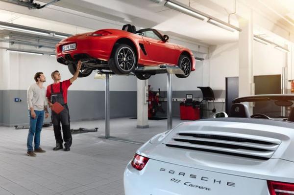 Tweedehands Auto Garage : Tweedehands auto kopen aankoop checklist autoweek