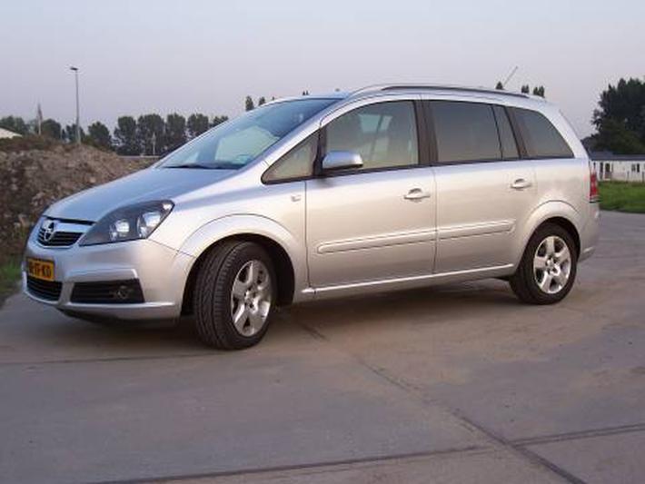 Opel Zafira 1.8 Cosmo (2006)