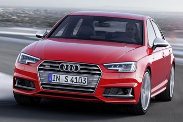 Audi S4 rolt spierballen in Frankfurt