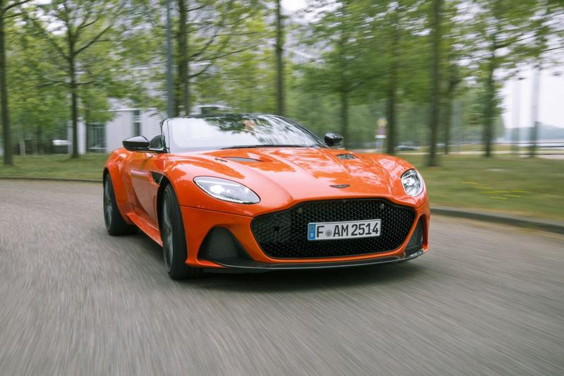 Aston Martin DBS Superleggera Volante - Posterstory