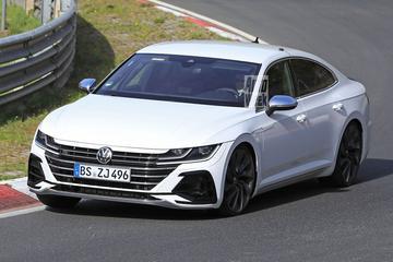 Volkswagen Arteon verkleed als R over de 'Ring
