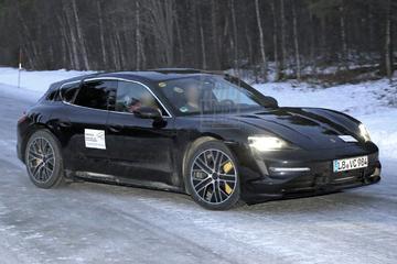 Porsche stuurt Taycan Gran Turismo de sneeuw in