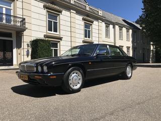 Daimler V8 LWB 4.0 (2000)