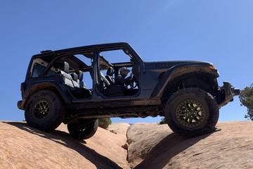 Jeep Wrangler extra capabel naast het asfalt