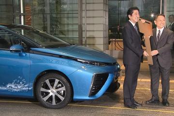 Premier Japan ontvangt eerste Toyota Mirai