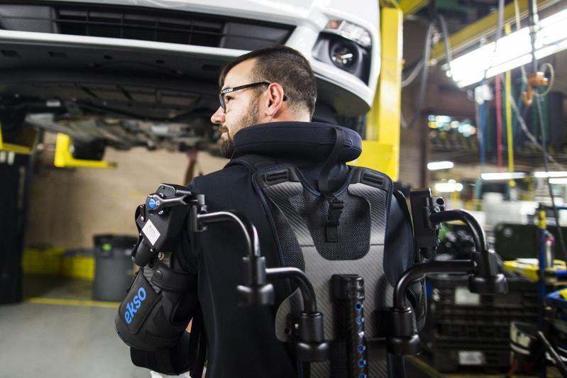 Ford-medewerkers krijgen exoskelet
