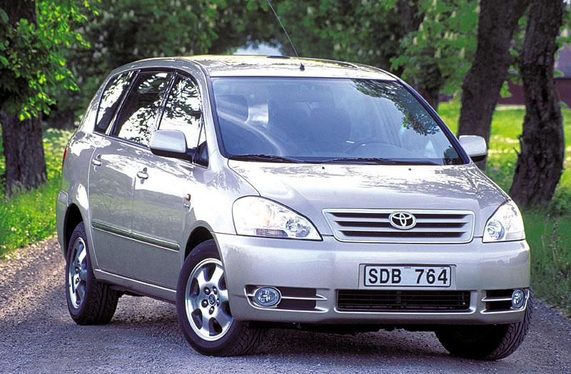Toyota Avensis Verso 2.0 16v VVT-i Linea Luna (2002)