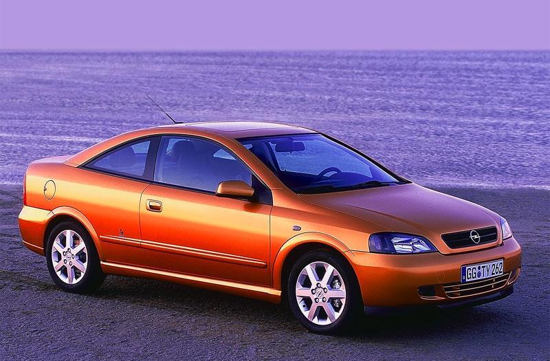 Opel Astra Coupé 2.2i-16V (2000)