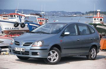 Nissan Almera Tino 1.8 Ambience (2001)