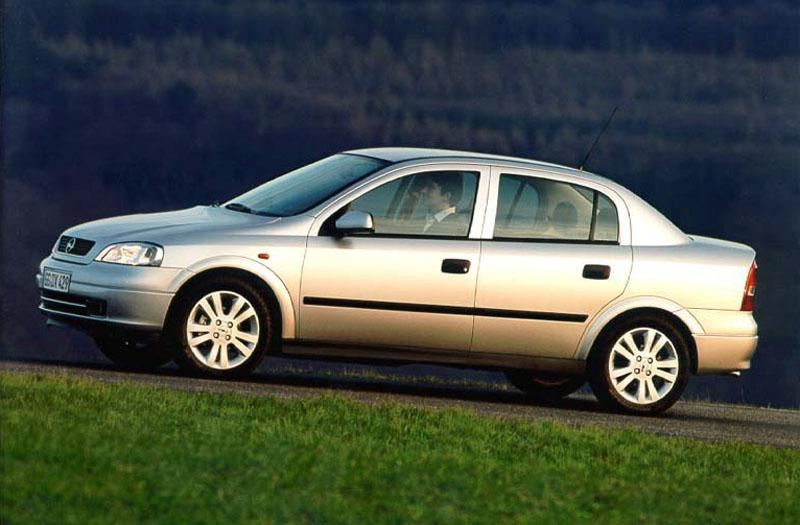Opel Astra 2.0i-16V Club (1999)