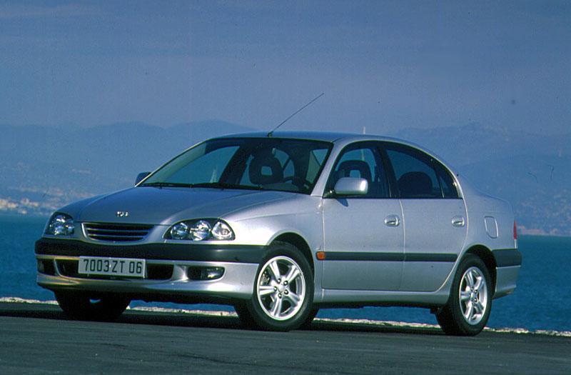 Toyota Avensis 1.6 Linea Terra (1997)