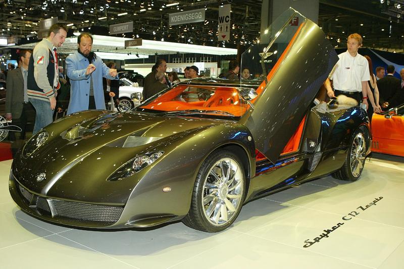 Harada licht het ontwerp van de Spyker toe