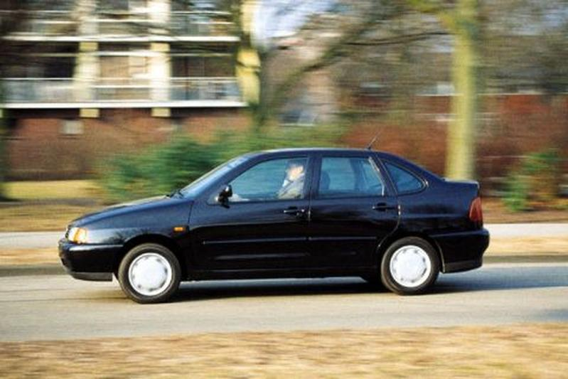 Volkswagen Polo Sedan 1.4 (1998)