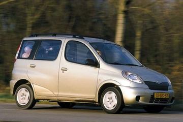 Toyota Yaris Verso 1.3 16v VVT-i Linea Luna (2000)